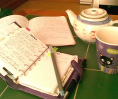 Filofax and a cup of tea! Journal Inspiration, Week Planer, Notebooks, Journals, Study Planner, Day Planners, Planner Organization, Pen And Paper, Smash Book