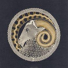 renda de bilros / bobbin lace signos / horoscope Aries, Bobbin Lacemaking, Bobbin Lace Patterns, Lace Heart, Victorian Lace, Lace Jewelry, Lace Making, Lace Collar, String Art
