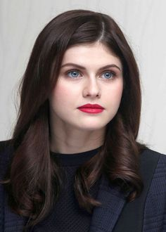 The Best Skin, Hair and Makeup on the Red Carpet Alexandra Daddario at the 2015 Cannes press conference for 'San Andreas'.Alexandra Daddario at the 2015 Cannes press conference for 'San Andreas'. Alexandra Daddario, Beautiful Celebrities, Beautiful Actresses, Beautiful Eyes, Most Beautiful Women, Beautiful Images, Celebrity Beauty, Hollywood Actresses, Beauty Women