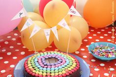 Gâteau moelleux au chocolat, décoration d'anniversaire