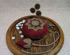 Primitive-Wool-Applique-Pincushion-Wooden-Tray-Strawberry-Emery-Fob-Pinkeep