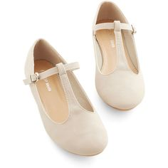 Minimal Around-the-Clock Cute Flat (€27) ❤ liked on Polyvore featuring shoes, flats, flat, sapatilhas, cream, ballet flat, flat pumps, vegan shoes, vegan ballet flats and cream flats