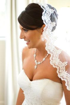 this is exactly what i pictured, the bun with the manilla veil on top perfect!
