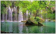 KURŞUNLU ŞELALESİ Antalya-Isparta karayolunun 24. km`nde bulunmaktadır.