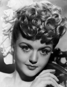 What Angela Lansbury looked like when she was younger: 17 Famous Women Who You've Probably Never Seen What They Looked Like When They Were Younger Hollywood Stars, Golden Age Of Hollywood, Hollywood Glamour, Classic Hollywood, Old Hollywood, Hollywood Divas, Angela Lansbury, Old Celebrities, Beautiful Celebrities