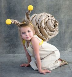 Snail Costume tutorial if i have a daughter this would be her Halloween costume Diy Halloween Costumes For Kids, Cute Costumes, Carnival Costumes, Baby Costumes, Holidays Halloween, Costume Ideas, Diy Carnival, Zombie Costumes, Unique Costumes