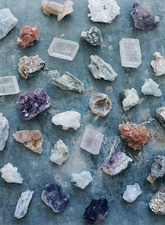 Bohemian Wedding Inspiration - Use geodes like quartz and crystal to add a uniqu. - Bohemian Wedding Inspiration – Use geodes like quartz and crystal to add a unique flair to your w - Crystal Magic, Crystal Grid, Crystal Healing, Healing Stones, Bohemian Wedding Inspiration, Bohemian Decor, Wedding Places, Wedding Place Cards, Minerals And Gemstones