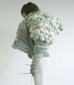 A girl with a serious hard on for textiles. Knitwear Fashion, Knit Fashion, Fashion Art, Fashion Women, Fashion Trends, Moda Crochet, Knit Crochet, Crochet Granny, Knitted Fabric