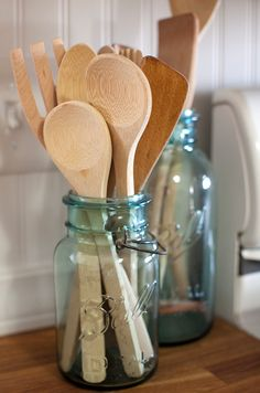 Cute way to store cooking utensils by mason jar