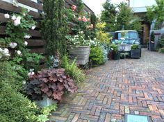 http://blog.livedoor.jp/witchwitch/ brick path、carport