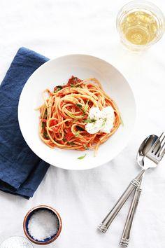 saltedtartine:  spaghetti with homemade tomato sauce.