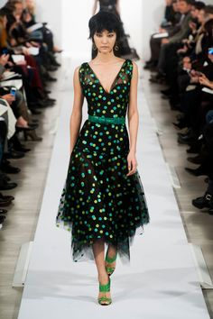 Pin for Later: Get Your Dress Fix With 100 of the Prettiest Autumn Looks Oscar de la Renta Fall 2014