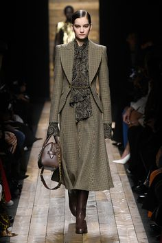 Michael Kors Collection Fall 2020 Ready-to-Wear Fashion Show - Vogue Mega Fashion, 2020 Fashion Trends, Fashion Week, Fashion 2020, Look Fashion, Womens Fashion, Fashion Design, Runway Fashion, Fall Fashion