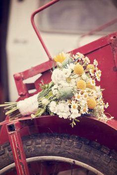 bouquet de mariée fleurs des champs jaune et blanc