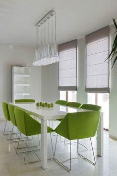 moderne esszimmer frische farben grün weiss hochglanz pendelleuchten