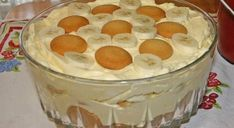 Southern Banana Pudding Recipe – An heirloom family recipe for banana pudding that is a classic, Southern dessert. Creamy, traditional banana pudding topped with airy meringue. This banana pudding recipe is about as much of a Original Banana Pudding Recipe, Banana Pudding From Scratch, Old Fashioned Banana Pudding, Banana Cream Pudding, Best Homemade Banana Pudding Recipe, Banana Pudding Desserts, Köstliche Desserts, Delicious Desserts, Yummy Food