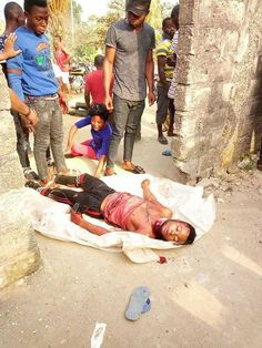 An identified young man, Elvis Obasi Amba Elvis was said to have been murdered by some unknown men, in a post made on facebook by his friends, royalsgist.com learnt that the young man was murdered and was dumped in the road in Calabar.