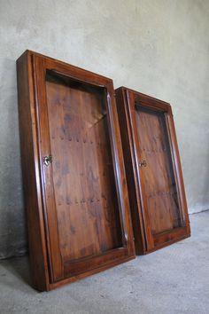 Houten wandvitrine sleutelkast - Inndoors Meubelen en Interieur