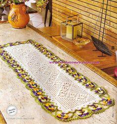 CROCHE COM RECEITAS: Caminho de mesa em crochê com flores amor-perfeito...