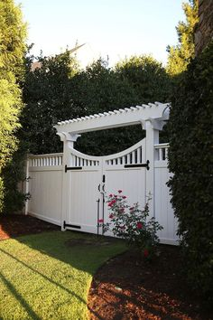 The thing about garden gates is that they are available in many different sizes and designs, which makes them a lot more beautiful. Here you will find some really great garden gate ideas that will certainly make your garden's entrance more beautiful.