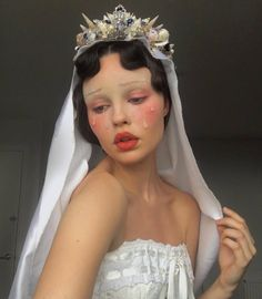 Amazing, but also shows the importance of putting undertones down before foundation when masking your eyebrows/using prosthetics! Foundation looks very different depending on the color it's applied to. Otherwise, a solid Look! Makeup Inspo, Makeup Art, Makeup Inspiration, Beauty Makeup, Hair Makeup, Character Inspiration, Foto Portrait, Portrait Photography, Paint Photography