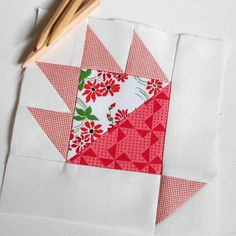 Block 70 - Lina's Gift. A lovely patchwork 'Bear Paw' block is part of The Splendid Sampler sew-along.