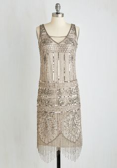 Art deco short and sweet sassy bridesmaid dress for a flapper style vintage… Image Fashion, 20s Fashion, Fashion History, Art Deco Fashion, Look Fashion, Fashion Dresses, Edwardian Fashion, Fashion Vintage, Gothic Fashion
