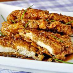 Pechuga de pollo crujiente con salsa de ajo y miel