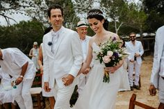 Traditional all-white wedding in the cliffs of Ibiza| Image by Sascha Kraemer