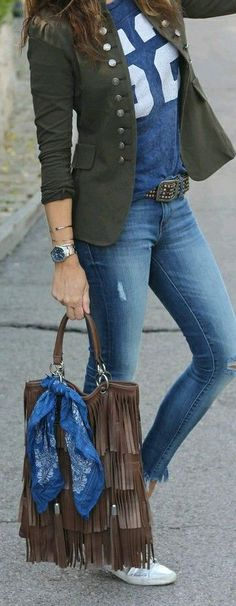 | Look Casual  - Camiseta + Blazer + Calça Jeans + Tênis |