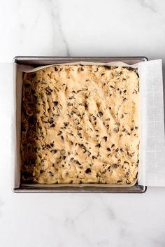 Slutty Brownies [Brownie Oreo Chocolate Chip Cookie Bars] - House of Nash Eats Brownie Oreo, Oreo Bars, Oreo Brownies, Chocolate Chip Cookie Bars, Slutty Brownies Recipe Easy, Brownie Recipe Video, Brownie Recipes, Refrigerated Cookie Dough, Caramel Bars