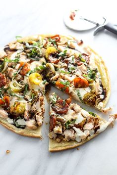 Transform the classic appetizer into a mealtime favorite with this Low Fodmap Bruschetta PIzza with Chicken. Gluten free and full of flavor, this will quickly become a go-to recipe! Dieta Fodmap, Fodmap Diet, Low Fodmap, Fodmap Foods, Sans Gluten Sans Lactose, Sem Lactose, Healthy Meals For Kids, Easy Meals, Food Map