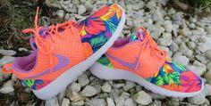 Benutzerdefinierte Nike Lava Fuchsia Tahitian tropischer Floral Roshe ausführen