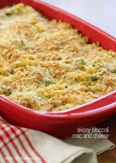 Whats for dinner tonight! Skinny Baked Broccoli Macaroni and Cheese – Cheesy macaroni and broccoli topped with bread crumbs and baked to perfection. Kid friendly, vegetarian and comfort food at it's finest. Gluten Free Recipes For Dinner, Vegetarian Recipes, Dinner Recipes, Healthy Recipes, Healthy Foods, Healthy Eating, Pasta Dishes, Food Dishes, Main Dishes