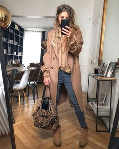 Parisienne Chic, Trench Beige, Looks Instagram, Pull Beige, Mode Simple, Pink Palette, Casual Chic Style, Powder Pink, Put On