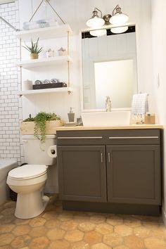 a builder grade bathroom transformation with Lowe's