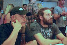 Travis Fimmel (Ragnar Lothbrok), Clive Standen (Rollo Lothbrok)2