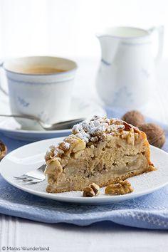Rührkuchen mit Äpfeln und Walnüssen