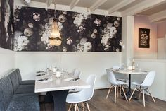 Restaurant De Wandelaar, Haarlem -- this is the wallpaper I ordered for my bathroom!
