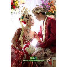 Wedding Day Asih & Gilang ©️️️ studio17 Pricelist & booking :  Telp/WA 085292835405 FB studiotujuhbelas  #wedding #prewedding #instawedding #fotopernikahan #fotoprewedd #purworejo #purworejohitz #purworejojepret #kutoarjo #magelang #wonosobo  #grabag #jenar #lubangsampang #pasaranom #baledono #preweddingphotography #bridestory #indonesiaweddingphotographer #fotograferpurworejo #studiotujuhbelas  #Regram via @studio17cr
