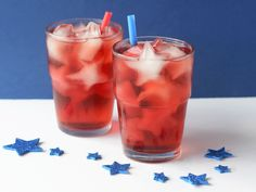 When all those pop-top beers start adding up in the recycling bin during the big holiday, it's time to turn to a refresher that's not going to weigh you down. Sipping on iced tea is a great way to stay hydrated with minimal calories in the summer's hot sun. It also is ideal if you need to make a