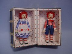 HELLO DOLLY: Rachel with her Raggedy Ann and Andy Doll-trunk (Close up of the high doll-trunk) Matchbox Crafts, Matchbox Art, Victorian Dolls, Vintage Dolls, Dollhouse Toys, Dollhouse Miniatures, Cigar Box Art, Minis, Doll Beds