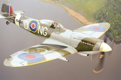 Air-to-air with a Spitfire doesn't get much better than this! Photo by Anette Holmberg. Used with permission. Ww2 Aircraft, Fighter Aircraft, Military Aircraft, Fighter Jets, Spitfire Supermarine, Ww2 Spitfire, Spitfire Airplane, South African Air Force, Fixed Wing Aircraft