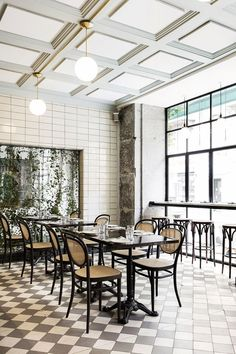 Les Trois Cochons is one of the restaurants in the Cofoco range in Copenhagen. I love their green tile wall, combined with the cognac leather bench and the bistro chairs.