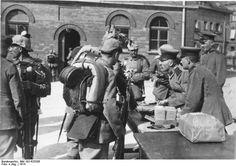Bundesarchiv Bild 183-R25206, Berlin, Erster Sold nach der Mobilmachung - Erster Weltkrieg – Wikipedia