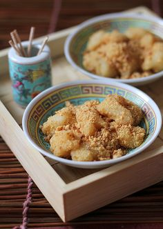 Muah Chee - a chinese mochi with peanuts...I may have to try this!