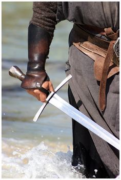 Sword in his hands by *Skimpel