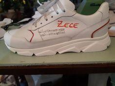Din piele de foarte buna calitate, personalizati la o adica de Viorica Bota cea care este Bota Shoes – A.MIKO.  Personalizare pentru fiecare dintre voi cei ce vreti sa faceti un cadou deosebit persoanei dragi, copilului, iubitei etc… Nu este plasare de produs, am platit aceasta pereche de pantofi sport, nu sint cadou desi la cat de ok este pretul as putea foarte bine sa consider ca este practic un cadou.    Bota Shoes – A.MIKO de Zece  Viorica Bota este o fata pe care o cunosc de 36 de ani