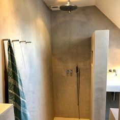 """Unit-11 on Instagram: """"Deze week weer een badkamer met Beton gestucte muren opgeleverd met Vola inbouwkranen. Een samenwerking tussen @betonstuczwolle en…"""""""