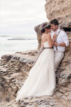 Beachy romance caught by Laura Hernandez Photography for #wchappyhour #climbingoutfitwoman